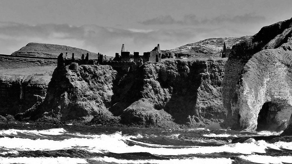 812155 Dunluce Castle on the Rocks Antrim Coast