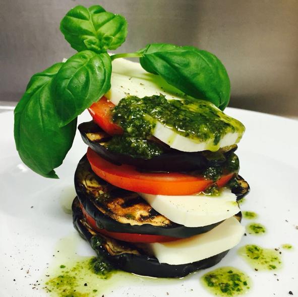 mozarella, pesto, auberginen
