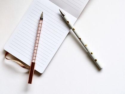 Twee pennen en een notitieboekje