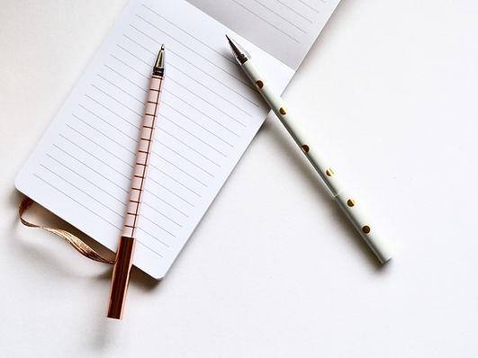 Deux stylos pour écrire