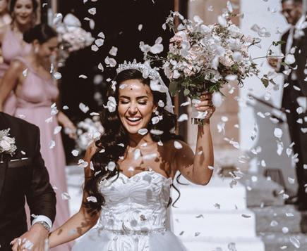 Bride with flowers Mallorca wedding
