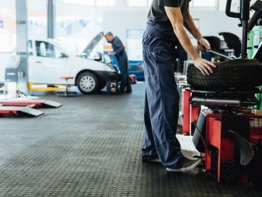 Independent Luxury Car Repair Shop vs Car Dealership: Which is Better?