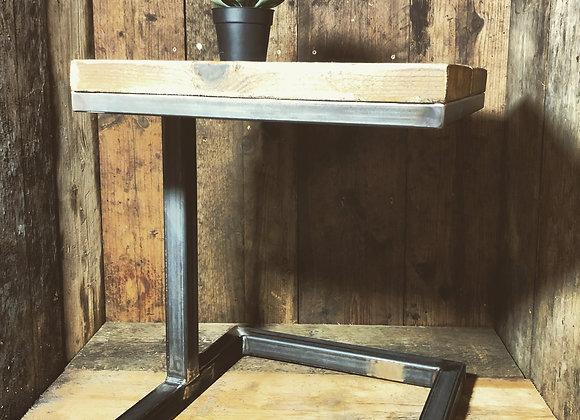 Side table floating design