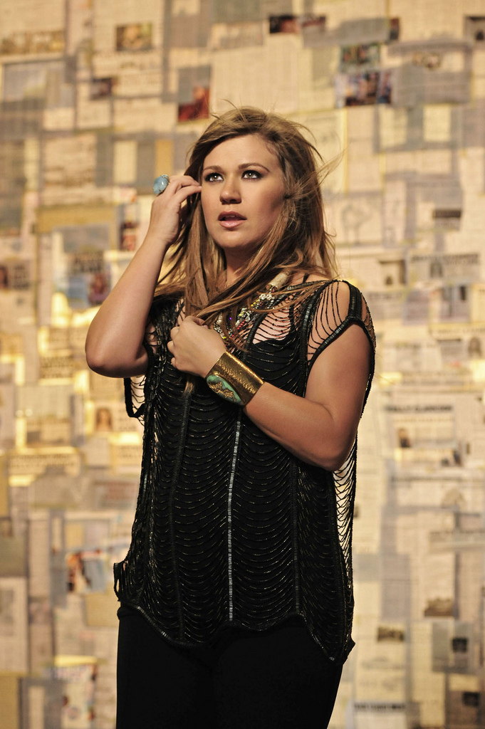 KELLY CLARKSON MR. KNOW IT ALL VIDEO