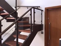 Corrimão convencional para escada.