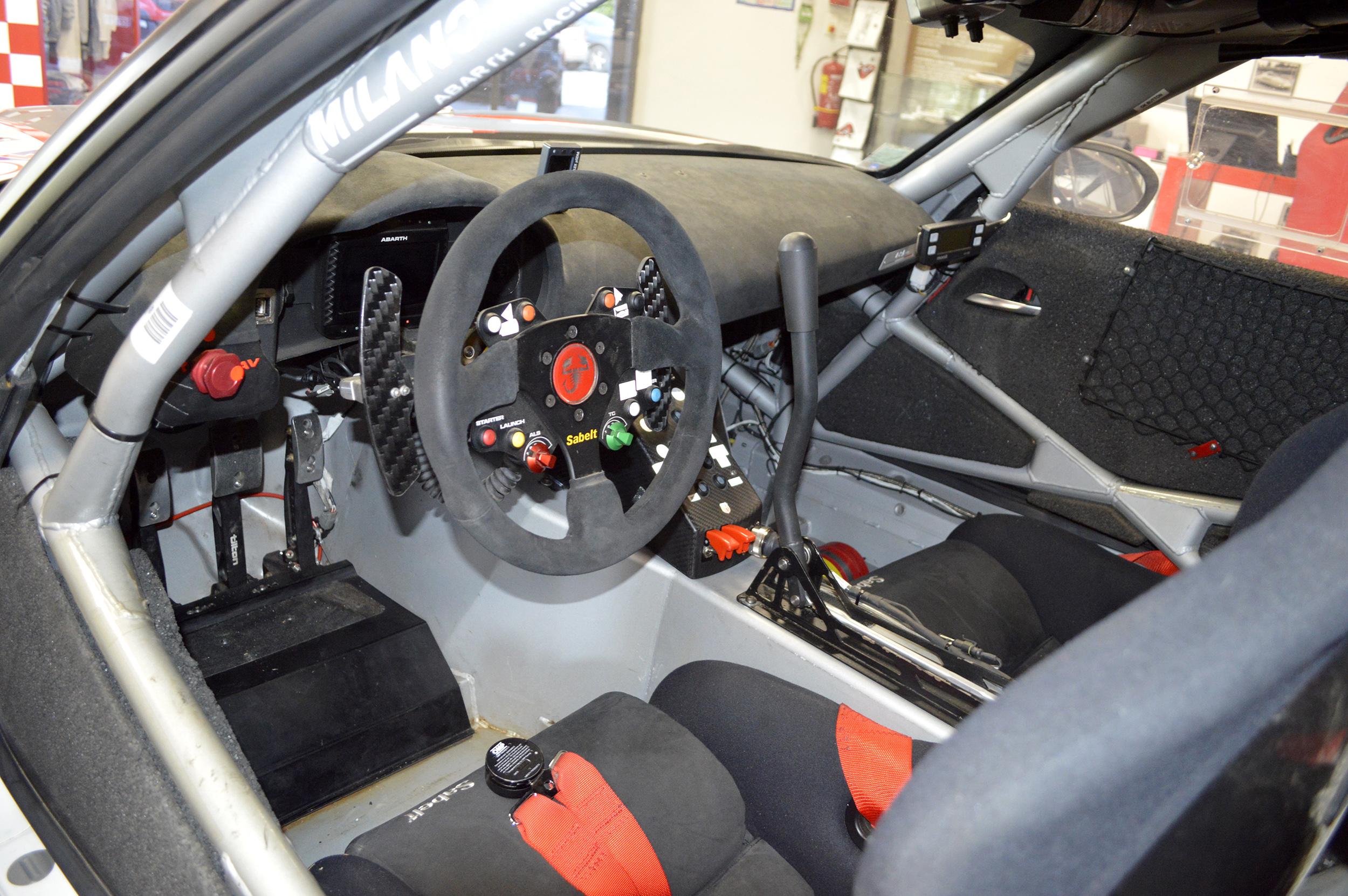 Intérieur d'une voiture de rallye