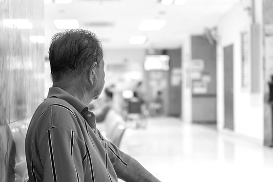 Patient elderly and many patient waiting