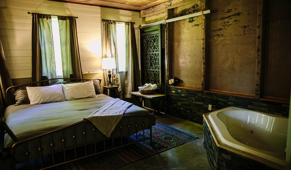 Giraffe Room - The Long Neck Inn