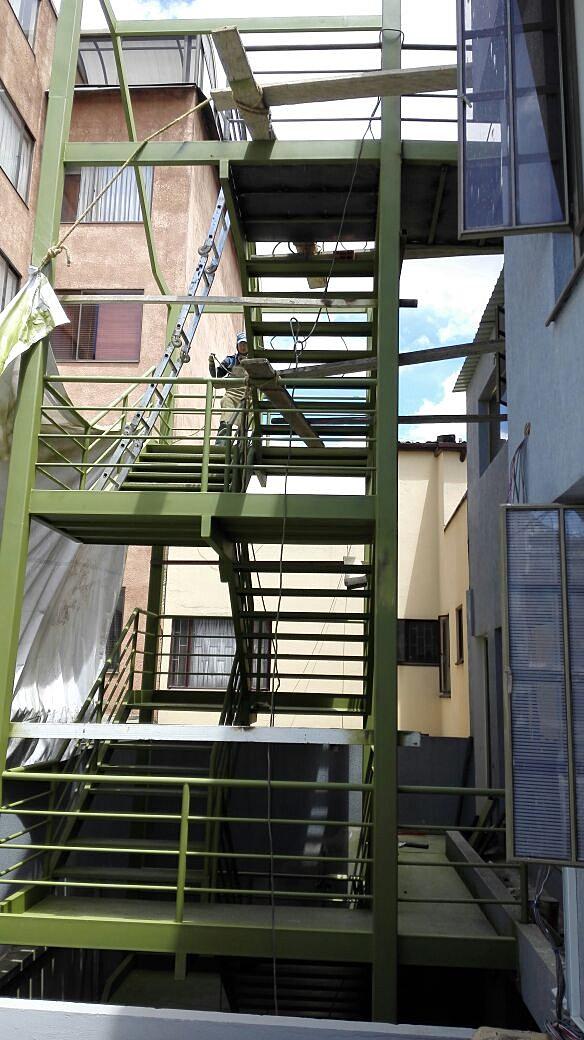 momentum construccin escalera metalica