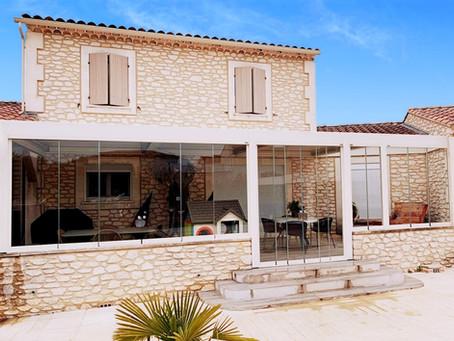 AVANT/APRES Pergola bioclimatique  Solembra avec Vitrages à Arles dans les Bouches-du-Rhône