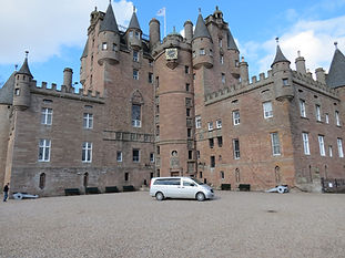 Gleams Castle Tour (St Andrews Taxis)