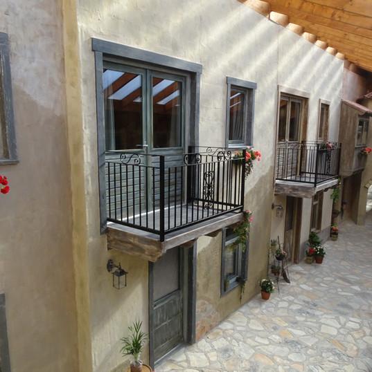 Balkonnen op het binnenplein