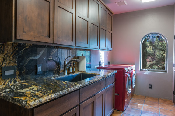 Laundry room, matching granite