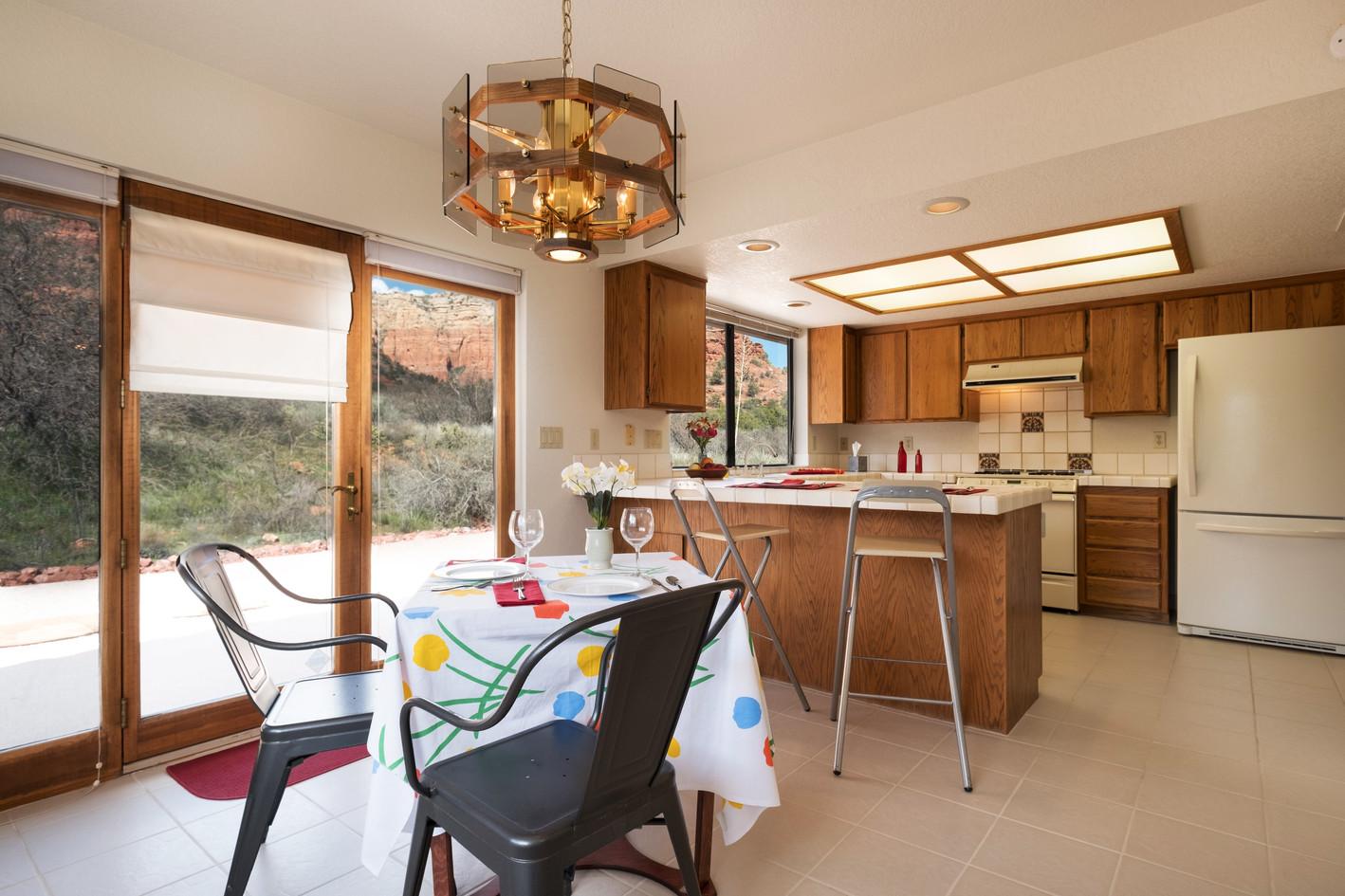 Breakfast area & kitchen