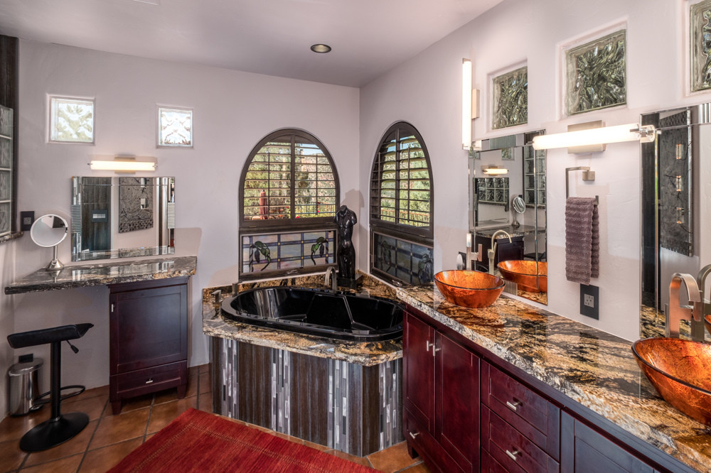 Master Bath, double vanity, jetted tub