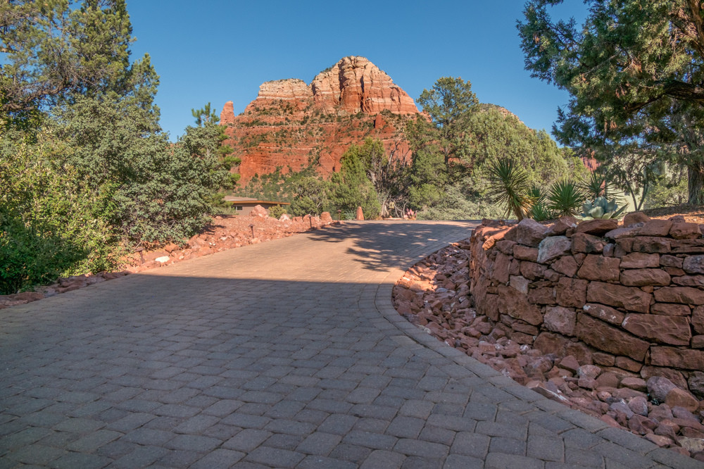 Circle Drive with pavers & views!