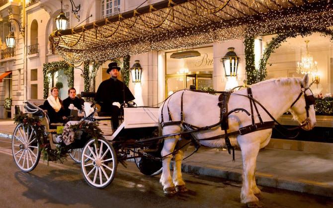 Enchanted horse carriage rides through Paris