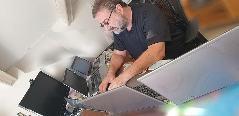 טכנאי מחשבים ראובן טילקין.jpg