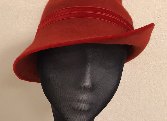 Red brick felt side sweeping trilby