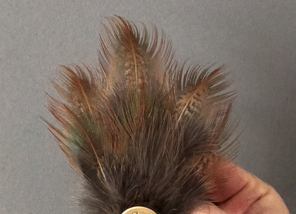Small feather pin