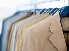 サラリーマン必見! スーツの消臭ケア3つの方法