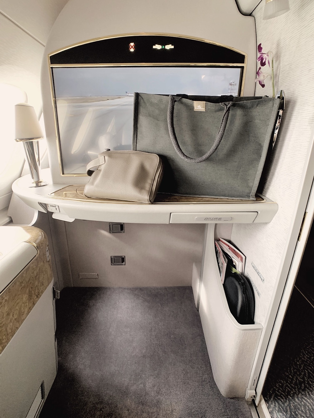 Emirates First Class San Francisco - Dubai, Amenity Kit & Pajamas