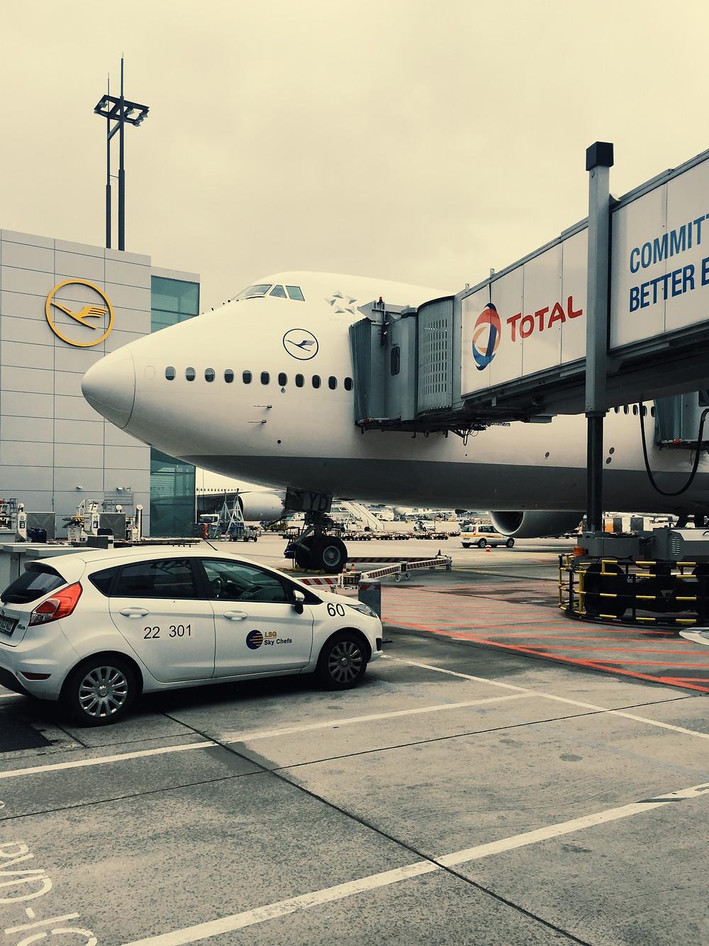Lufthansa First Class, Boarding Airside