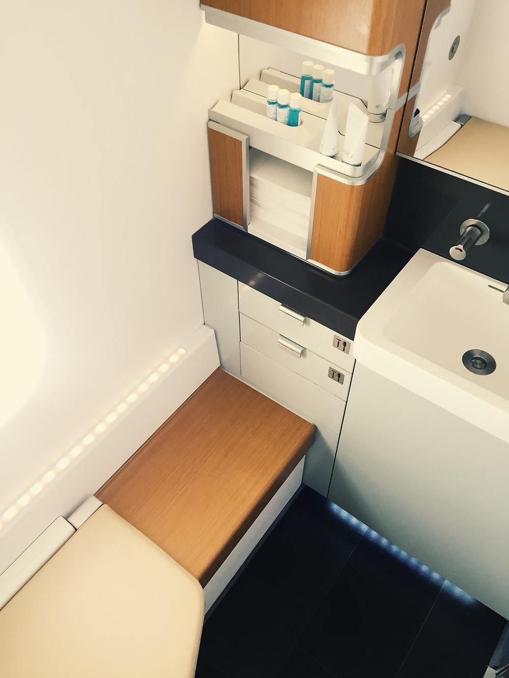 Lufthansa First Class, Restrooms