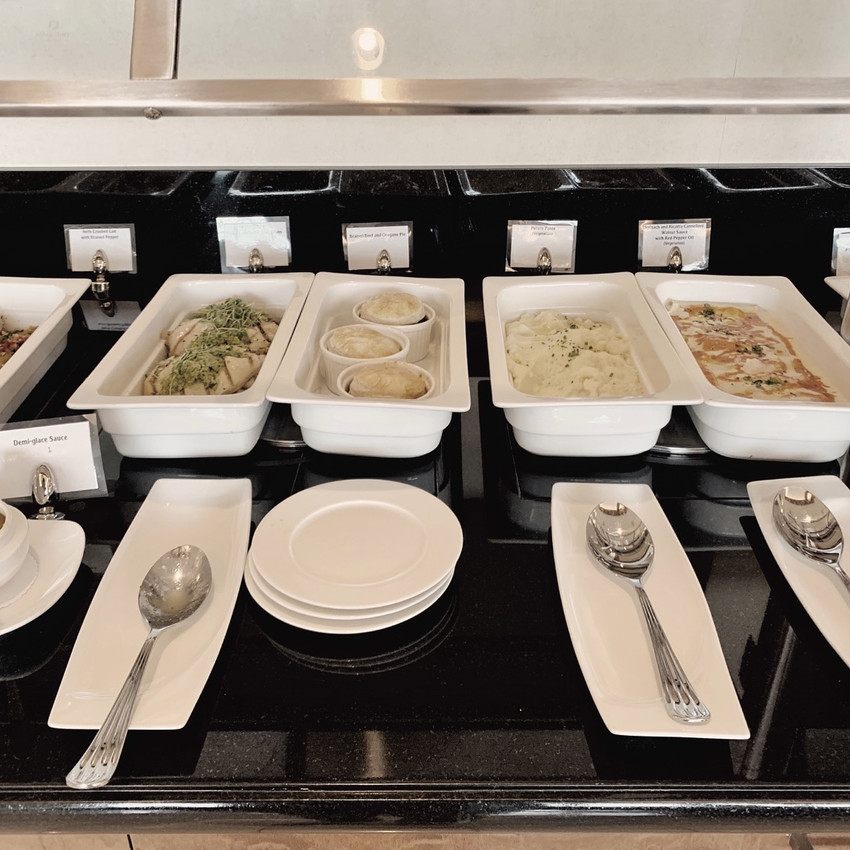 The SFO Emirates Lounge buffet inside the dining room offers a generous selection of both hot and cold food items.