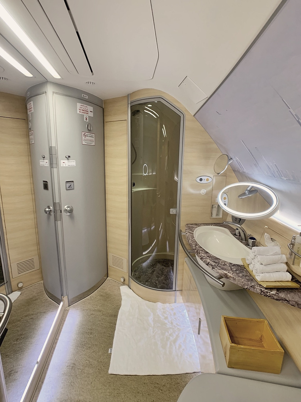 Emirates First Class San Francisco - Dubai, A380 Lavatory & Shower Spa