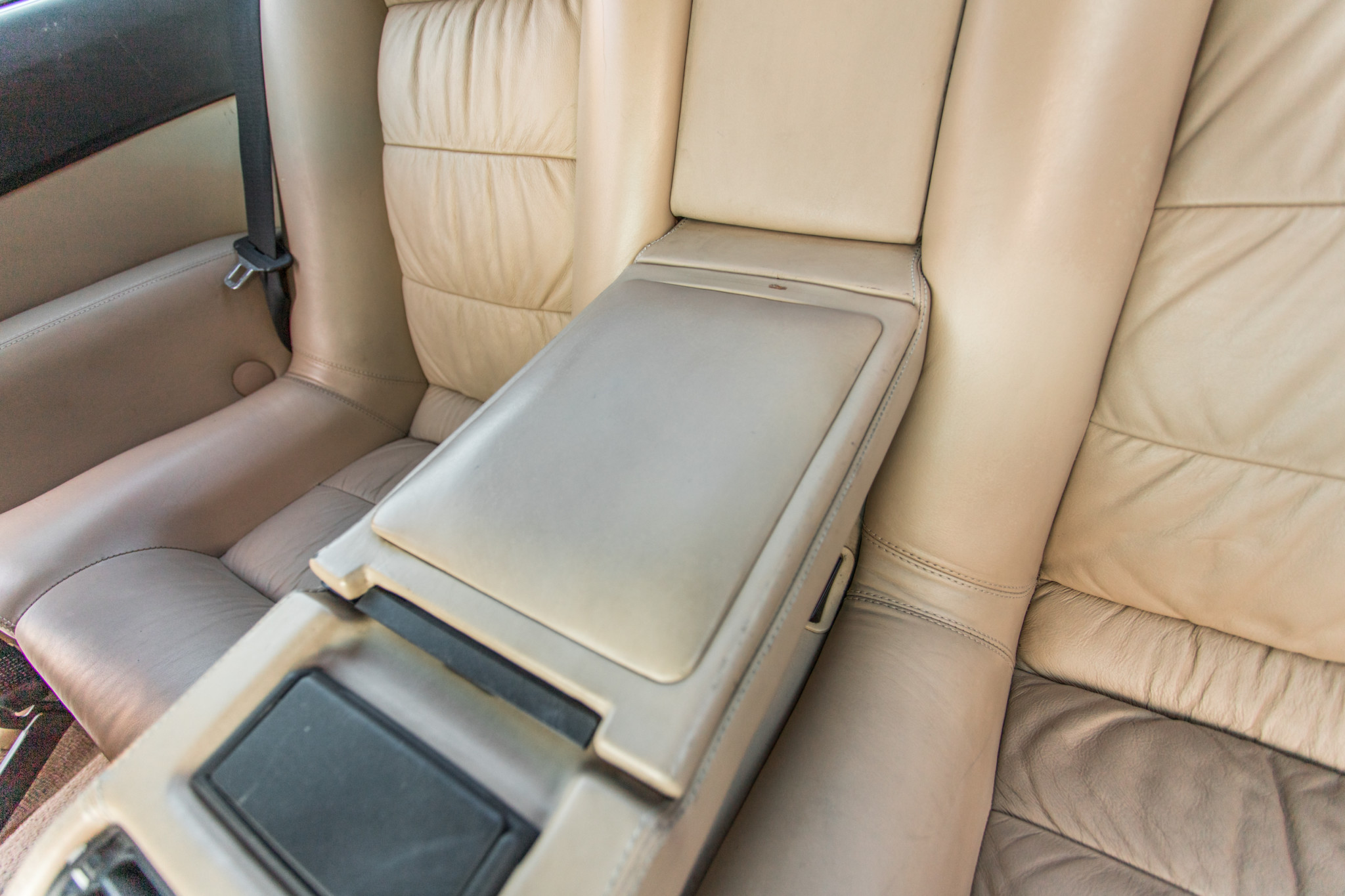 1988 bmw M6 kent classic cars (75).jpg