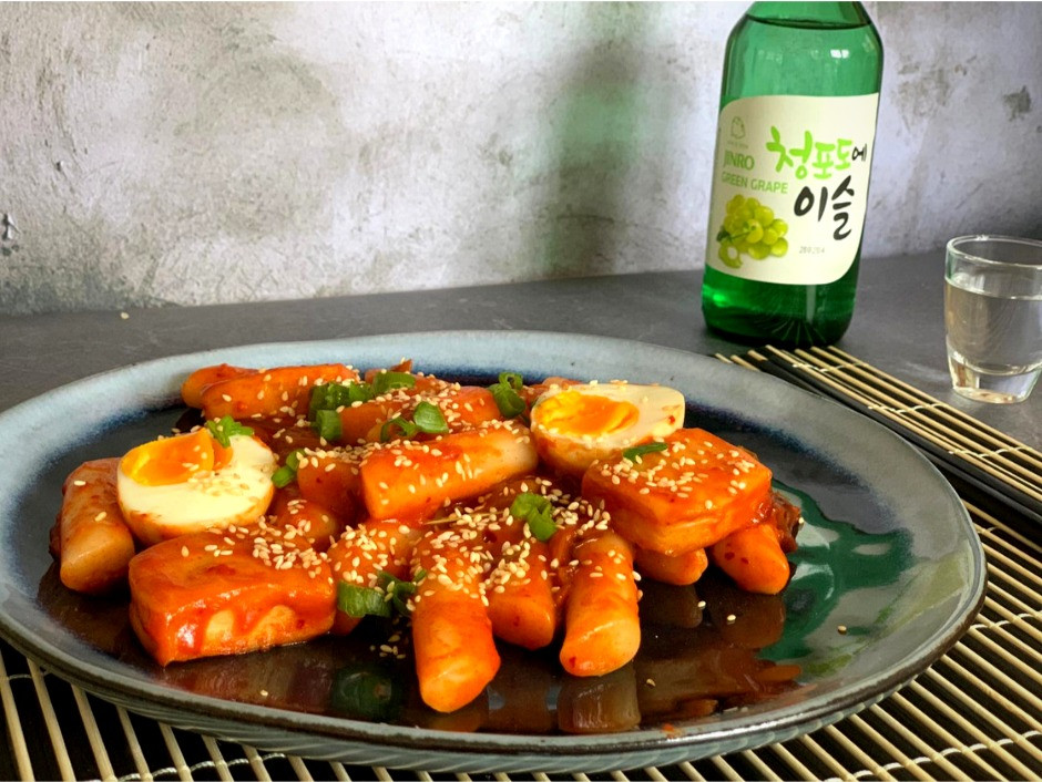 Koreaanse tteokbokki gerecht