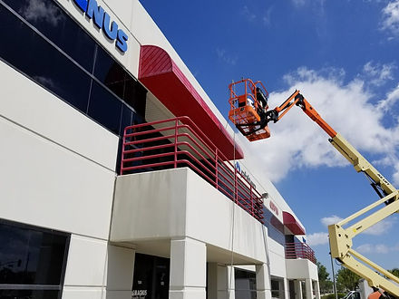 painters working on commerical painting