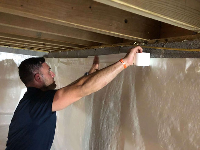 insulation expert working in Indianapolis Indiana on crawl space insulation service