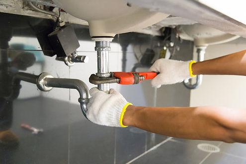 Corona California handyman working on plumbing services