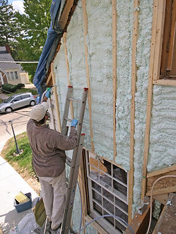 insulation expert working in Indianapolis Indiana on spray foam insulation service