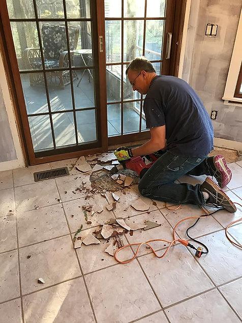 handyman working in Norfolk Virginia on flooring services