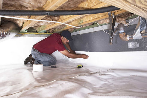 insulation expert working in Baltimore, MD on crawl space insulation services