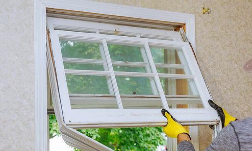 handyman working in Norfolk Virginia on windows services