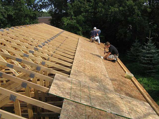 team of handymen working in Norfolk Virginia  on roofing services