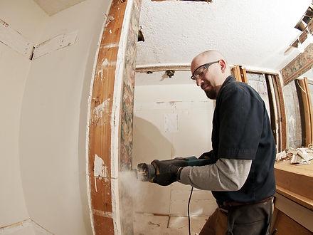 handyman working in Corona California on handywork service