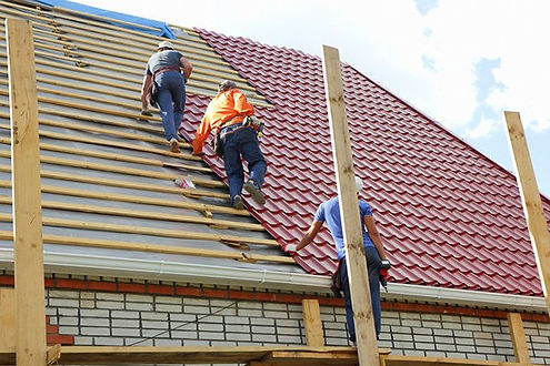 handyman working on roofing services in Corona California