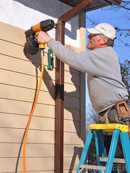 Mobile Alabama handyman working on generic repair