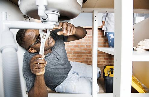 handyman working in Corona California on plumbing services