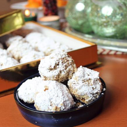 Besos de Nuez / Mexican Wedding Cookies
