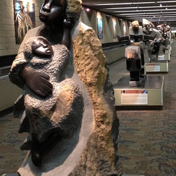 Zimbabwe_sculpture_at_Atlanta_airport