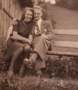Jean Mariani, prisonnier de guerre français, est resté en Autriche où il s'est marié avec l'autrichienne Maria Jenny.
