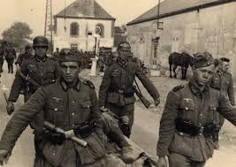 Evacuation blessé par soldats allemands