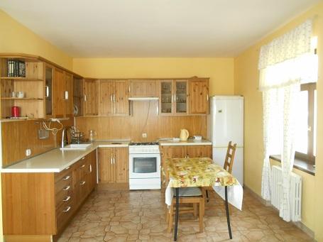 Оборудованная кухня со столовой