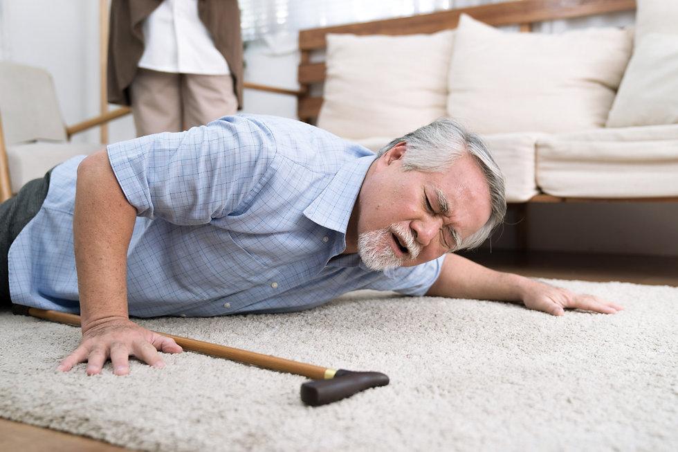 A senior man fell to the ground, He has a headache..jpg